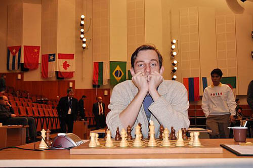 Alexander Grischuk trying to avoid the fate of his high-rated compatriots. He was successful and will go on to round three after defeating Vladislav Tkachiev. Wesley So (background) may have his eyes set on Grischuk.