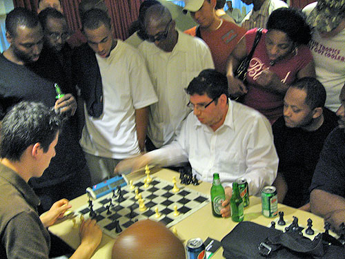 FM Eric Hansen playing Yaacov Norowitz in a blitz session.