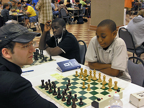 FM Seth Homa against James Black, Jr. Phenom Justus Williams on the adjacent board. Photo by Daaim Shabazz.