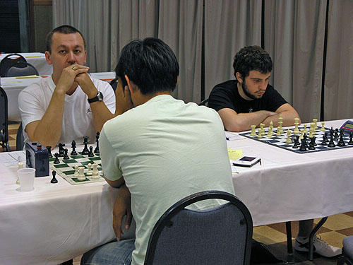 GM Gata Kamsky focused in his battle against of New Zealand. Photo by Daaim Shabazz.