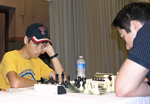 GM Ray Robson (USA) vs. GM Mesgen Amanov(Turkmenistan). Photo by Daaim Shabazz.