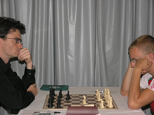 Loek Van Wely in the last-round battle against Viktor Laznicka. Photo by Daaim Shabazz.