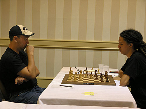 US Champion Gata Kamsky facing FM Kassa Korley. Photo by Daaim Shabazz.