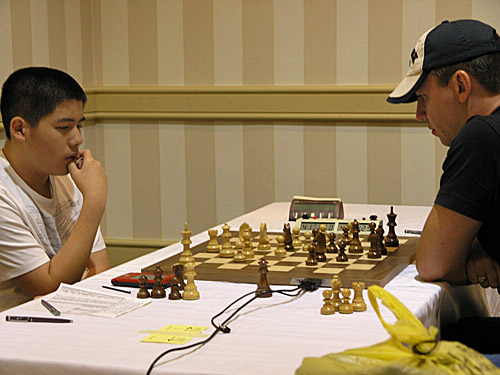 IM Darwin Yang vs. GM Gata Kamsky. Photo by Daaim Shabazz.