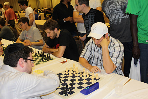 Blitz: Yaacov Norowitz vs. William Aramil, 2-0. Photo by Daaim Shabazz.