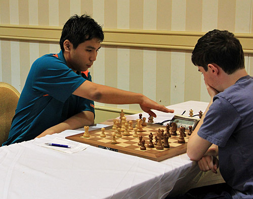 GM Wesley So vs. NM Michael Bodek. Photo by Daaim Shabazz.