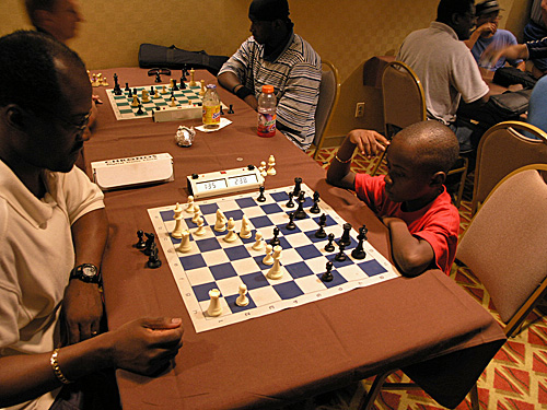 Guy Colas playing 7-year old son Joshua in blitz. Copyright © 2006, Daaim Shabazz.