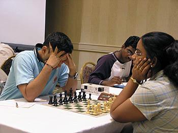 Abhiji Kunte battles Subbarawan Vijayalakshmi. Copyright © 2006, Daaim Shabazz.
