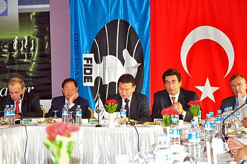 FIDE President's Meeting: (L-R) Ali Nihat Yacizi, Ignatius Leong, Kirsan Ilyumzhinov, Georgios Makropulos, Nigel Freeman.
