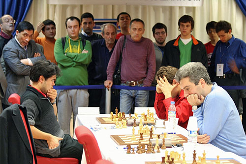 Nakamura and Aronian battling! Akopian on the move.
